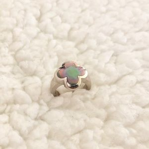 VCA Grey Mother of pearl ring